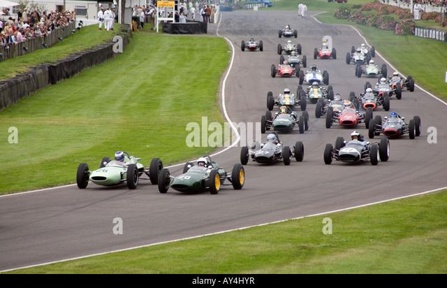 Autos strömen Madgwick Ecke zu Beginn des Rennens Richmond Trophy beim Goodwood Revival treffen 2007 Stockbild