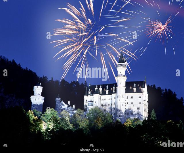 DE - Bayern: Feuerwerk über dem Schloss Neuschwanstein Stockbild