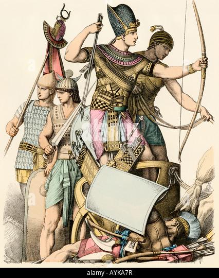 Pharao führende ägyptische Soldaten in der Schlacht Stockbild