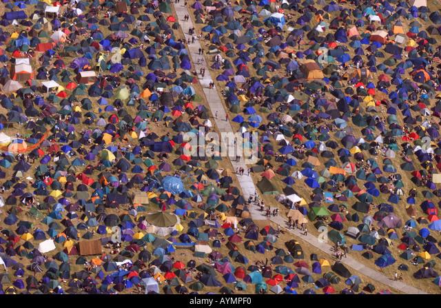Das Meer von Zelten und Menschen Glastonbury Festival Somerset UK Stockbild