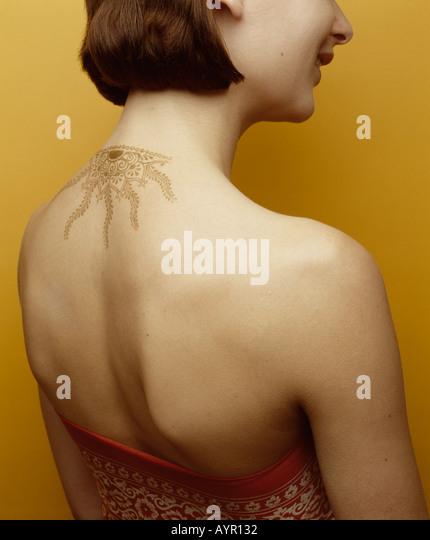 Weibliche Hals Henna-tattoo Stockbild