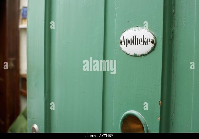 Alten altmodischen Apotheke Schild an einer Tür Stockbild