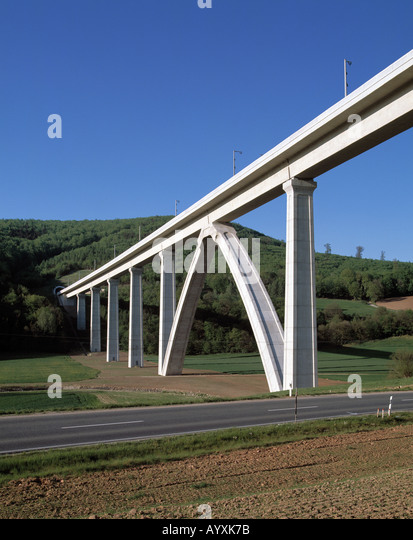 Viadukt Mit Schnellbahntrasse Bei Melsungen Stockbild