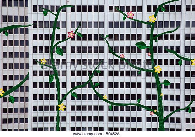 Beispiel für eine Pflanze wächst auf einem Gebäude Stockbild
