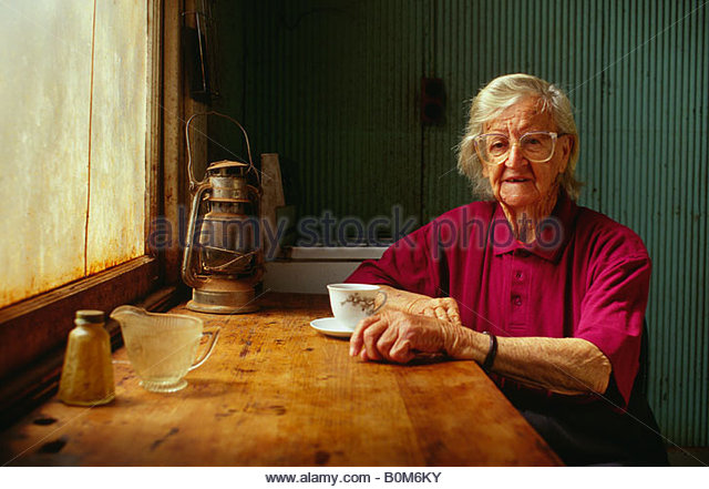 Ältere Frau mit Tee, Leonoro, Western Australia, Australien Stockbild