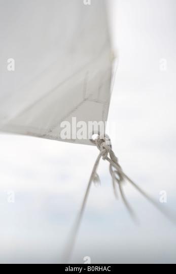 Segeln Sie verschwommen flachen Fokus Segelboot segeln Wind Blatt Fock Halse Stockbild