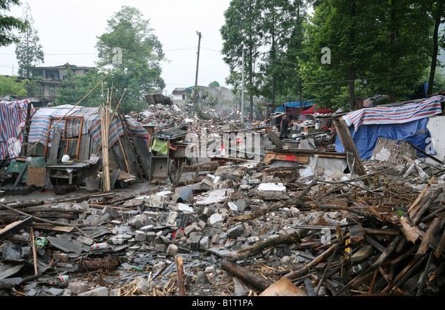 Zerstörte Häuser liegen in Trümmern in Pengzhou, nach dem Sichuan-Erdbeben vom 12. Mai 2008, China Stockbild