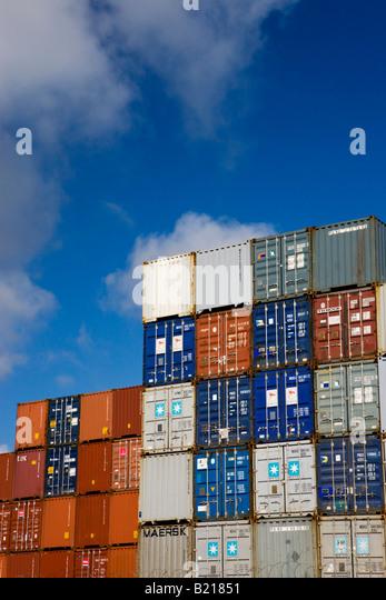 Gestapelte Vorratsbehälter in Southampton Docks-Container-Hafen Southampton, Hampshire, England Stockbild
