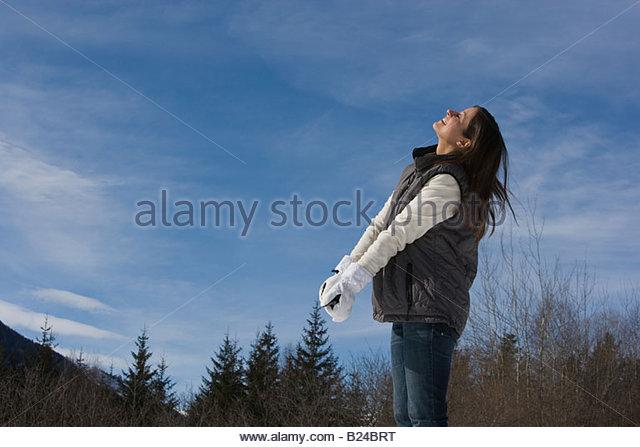 Eine Frau in einem Skigebiet Stockbild
