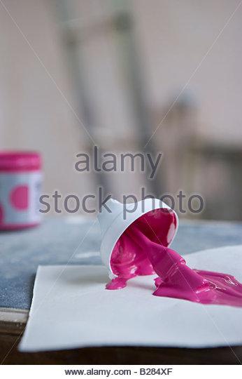 Farbmuster auf Werkbank zu malen Stockbild