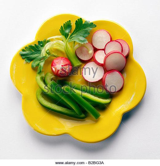 Rohes Gemüse auf Platte Stockbild