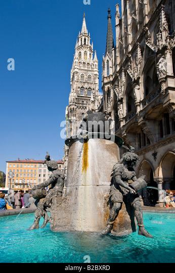 Fisch-Brunnen auf dem Marienplatz-Platz, München, Oberbayern, Deutschland, Europa Stockbild