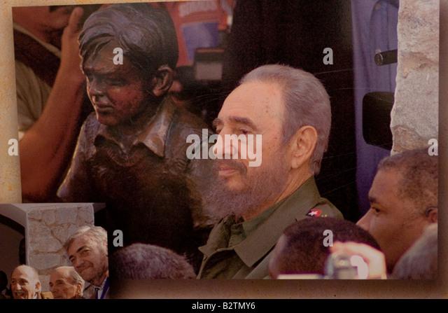Fidel Castro posiert neben Ernesto Che Guevara junge Skulptur in der Fassade des Musée Che Guevara in Alta Stockbild