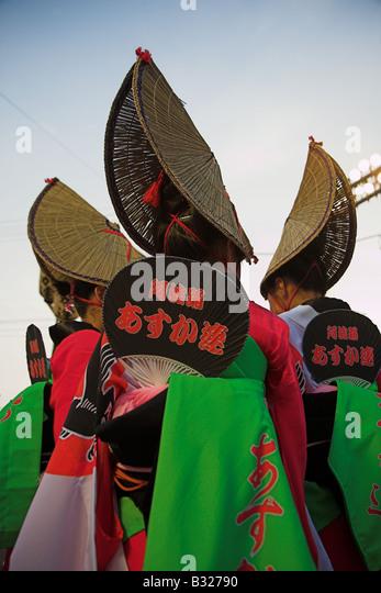 Japanische Frauen in traditioneller Kleidung für das Awa Odori Festival in Tokushima, Japan. Stockbild