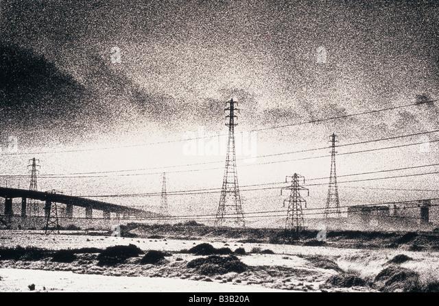 Industrielandschaft mit M5 Brücke und Power Kabel und Masten, Avonmouth, Bristol, England, Großbritannien Stockbild
