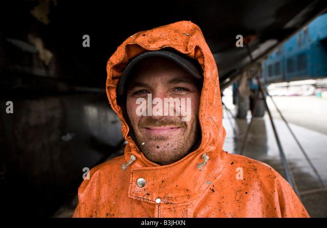 Palmer Robert-Druck wäscht unteren Rand ein 88 ft lange Fischerboot Leann in der Werft in Port Townsend Stockbild