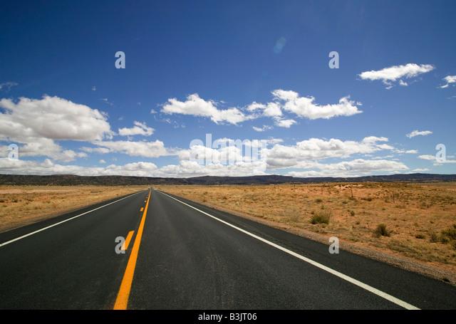 Öffnen Sie Straße in der Wüste Stockbild
