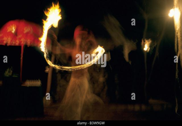 Tribal Dance in eines der Dörfer in Ranthambore, Indien Stockbild