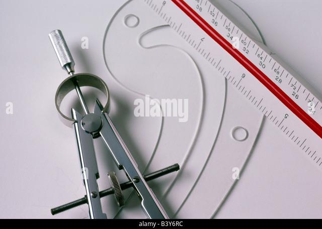 Stillleben mit Kompass & französische Kurve in Zeichnung & Ausarbeitung verwendet Stockbild