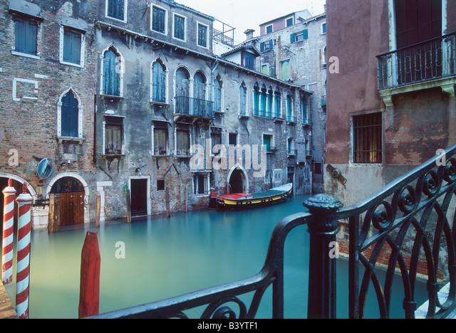 Häuser am Kanal, Venedig, Veneto, Italien Stockbild