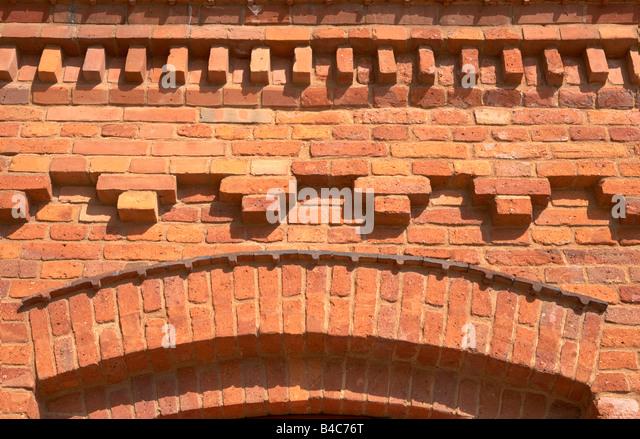 Mauerwerk-Stile auf der Fassade des Gebäudes in Lodz Polen Manufactura Einkaufszentrum Stockbild