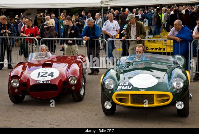 Aston Martin DB3S 1954 und 1954 geben Lancia D24 Holding Fahrerlager beim Goodwood Festival of Speed, Sussex, UK. Stockbild