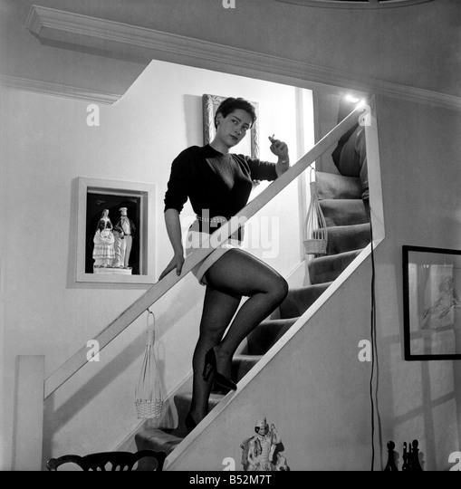"""Schauspielerin Gillian Owen star von """"1066 und alle, die"""" auf der Treppe von ihr nach Hause.  Stockbild"""