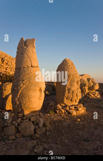 Alte geschnitzte Steinköpfe der Götter, Nemrut Dagi, auf dem Gipfel des Mount Nemrut, Anatolien, Türkei Stockbild