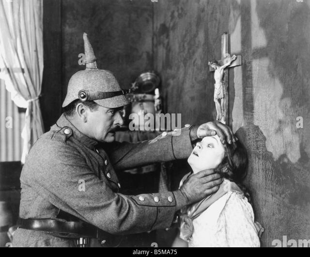 2 G55 P1 1918 7 E-US-Propaganda-Film noch 1918 Geschichte Weltkrieg Propaganda uns Propaganda film geht Uncle Sam Stockbild