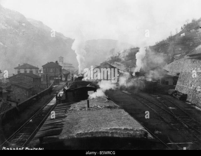 9 1917 10 0 A1 5 E WW1 Transport von Truppen im ersten Wort Krieg 1914 1918 deutsche und österreichische Relief Stockbild