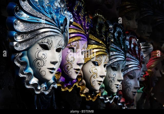 Reihe von venezianischen Masken in Gold und blau Stockbild