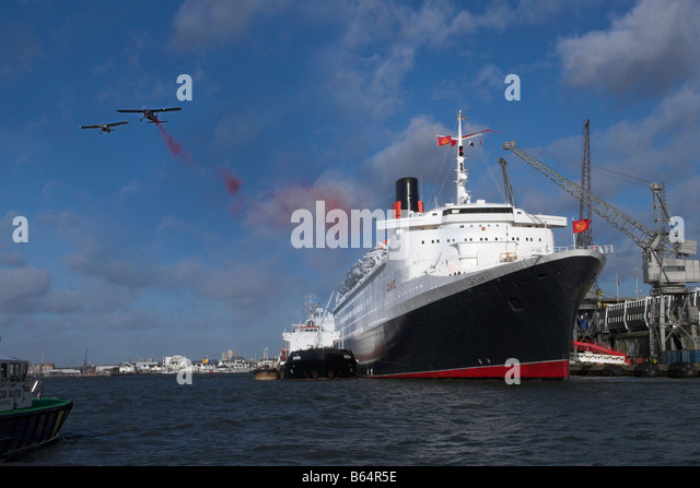 Mohn auf der QE2 in Southampton Docks gelöscht wird Stockbild