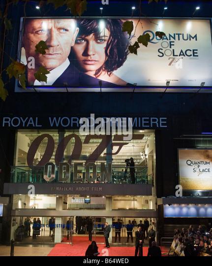 """Das Odeont Theater Leicester Square in London bereit für die Weltpremiere von der 007-Film """"Quantum of Stockbild"""