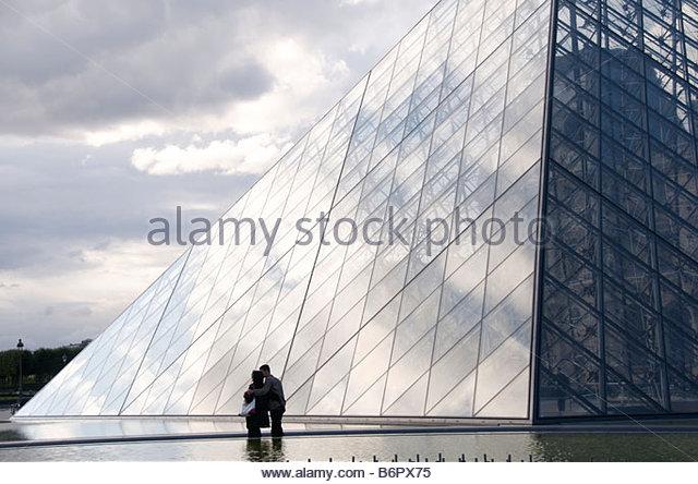 Louvre-Museum, die Pyramide des Architekten Ieoh Ming Pei, Paris, Frankreich, Europa Stockbild