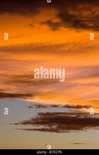 Gewitterwolken in der Abenddämmerung Stockbild