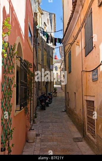 Stimmungsvolle Gassen in der Cambiello Altstadt, Corfu Town, Korfu, griechische Inseln, Griechenland, Europa Stockbild