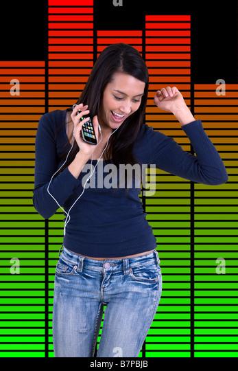Mädchen tanzen mit Kopfhörer, MP3-Musik mit Iphone mit Grafik-Equalizer-Hintergrund Stockbild