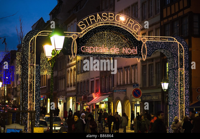 Shopping street christmas time strasbourg stockfotos Dekoration frankreich