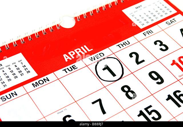 Kalender auf den Monat April mit einem schwarzen Ring um den 1. April Fools Day Stockbild