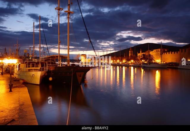 direkt am Meer Trogir Nacht, Dalmatien, Kroatien Stockbild