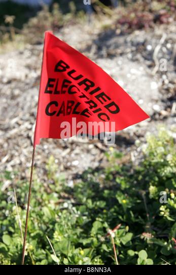 Elektrische Kabel Warnung Flagge begraben Stockbild