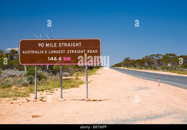 Melden Sie sich für die längste gerade in Australien Nullarbor Western Australia Stockbild