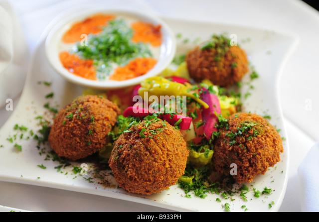 Falafel und Tahini dipping sauce Nahost Nahrungsmittel Stockbild