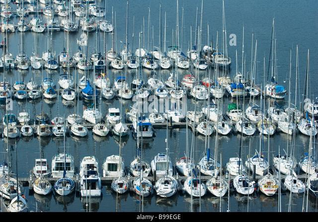 Boote in der Marina, Bretagne, Frankreich Stockbild