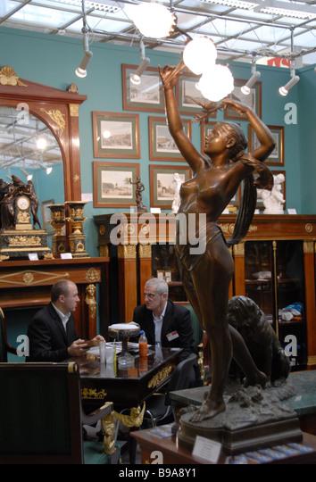 Der 20. russische antiquarische Show hat am Moskauer zentralen Künstler Haus eröffnet. Stockbild
