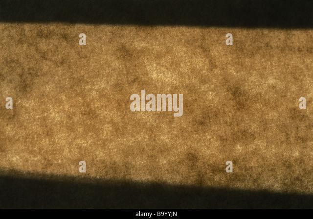 Licht und Schatten auf braunem Untergrund Stockbild