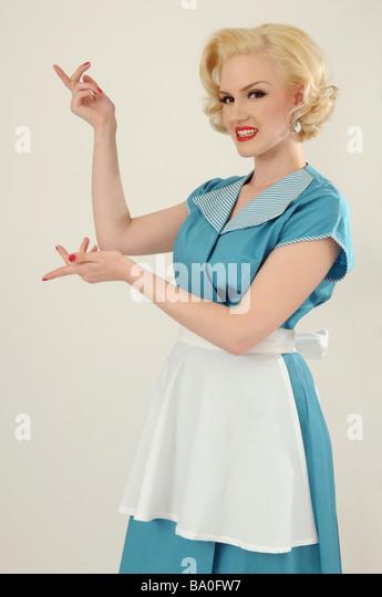 1950er Jahre Hausfrau oder Kellnerin zeigen Stockbild
