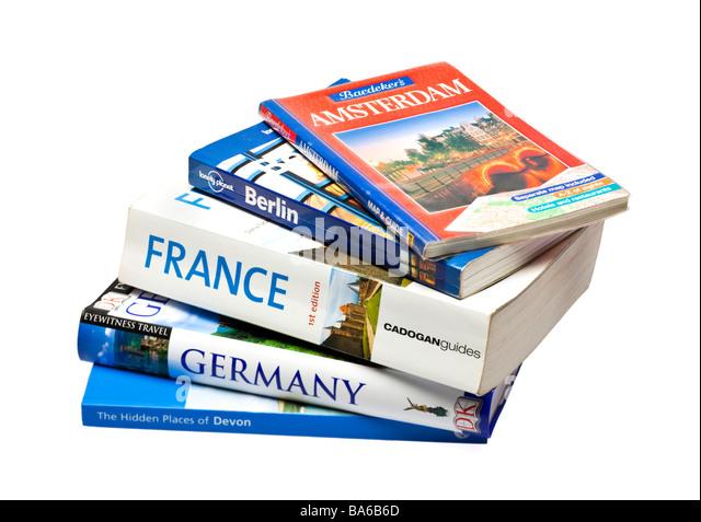 Stapel von europäischen Reiseführern auf weiß - Stock-Bilder