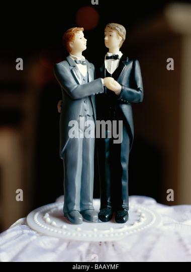 Ein schwuler Brautpaar auf der Torte, Schweden. Stockbild