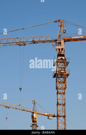 Bau-Krane niedrigen Winkel Stockbild